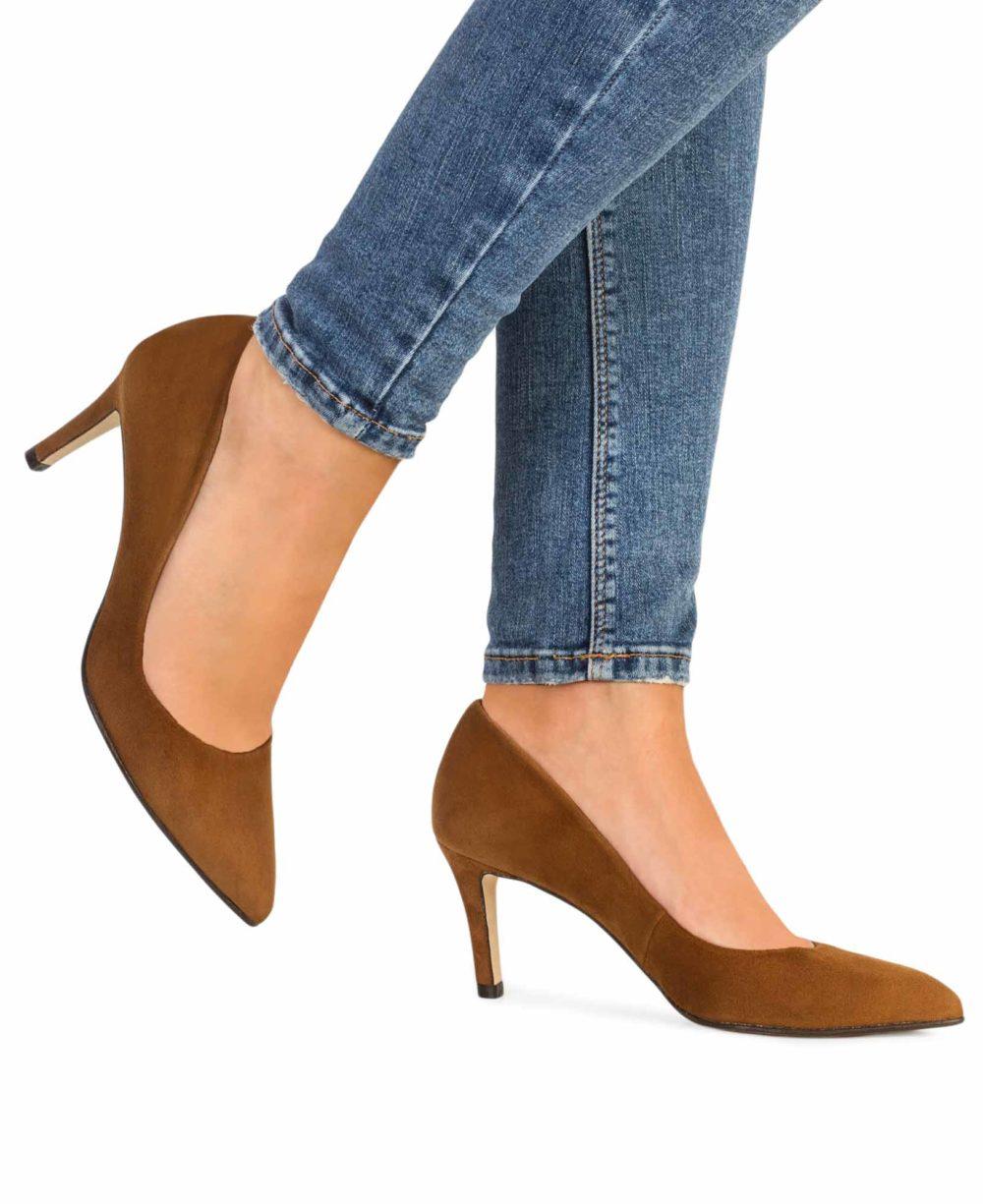 Zapatos de salón de Paco Gil. Zapatos de piel modelo Rita. Foto piernas