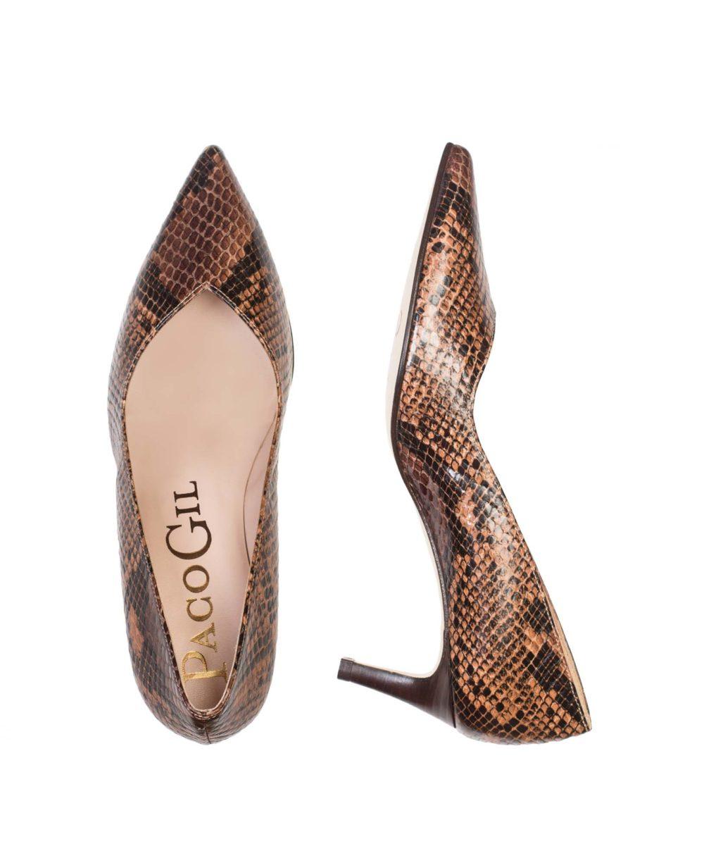 Zapatos de salón Paco Gil en serpiente marrón, tacón bajo