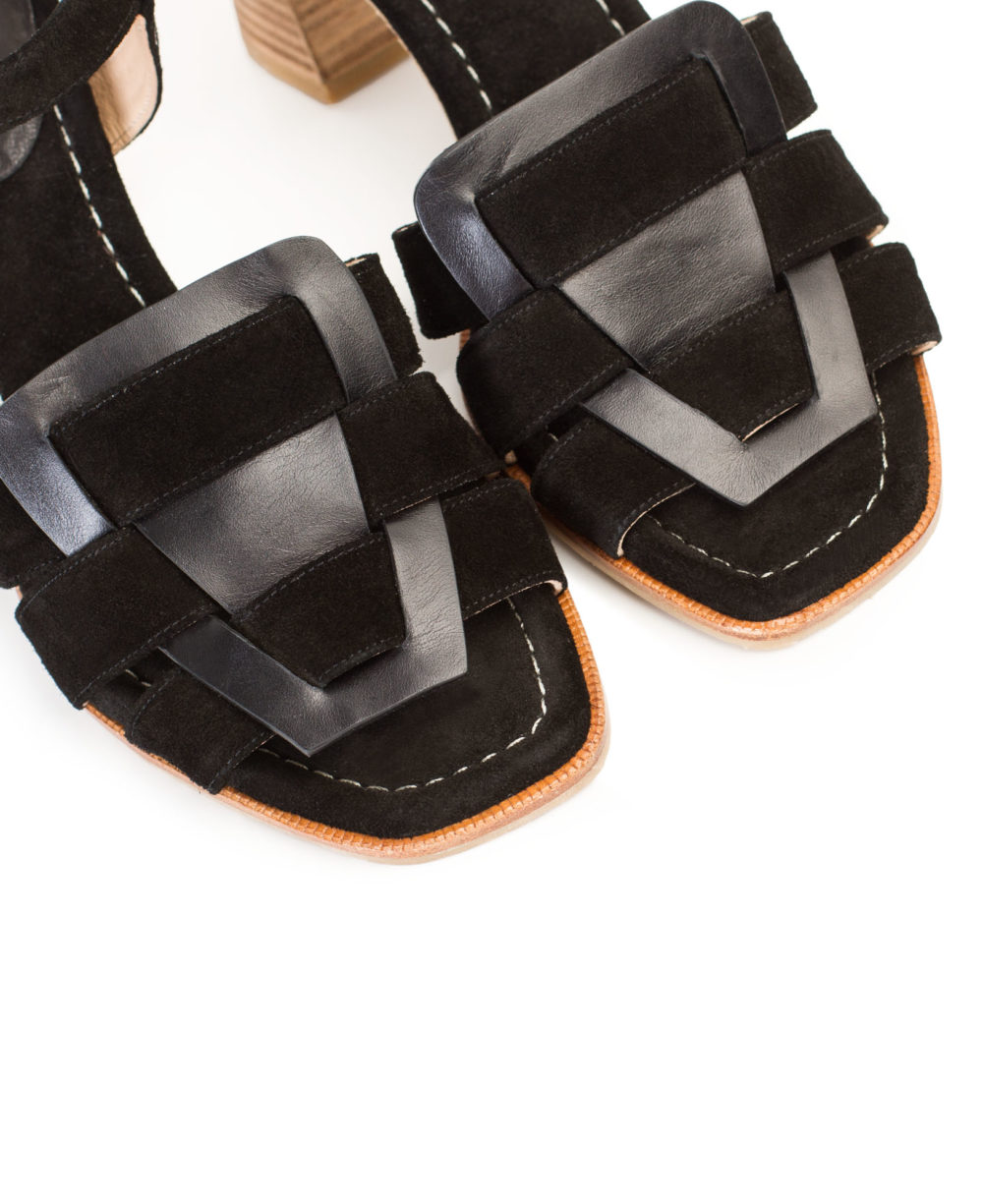 P-3931 Black Madison Velour Leather Sandals by Paco Gil  detalle