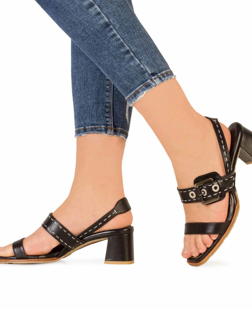 Sandalias de Piel Paco Gil - P3916 Black Madison Piernas